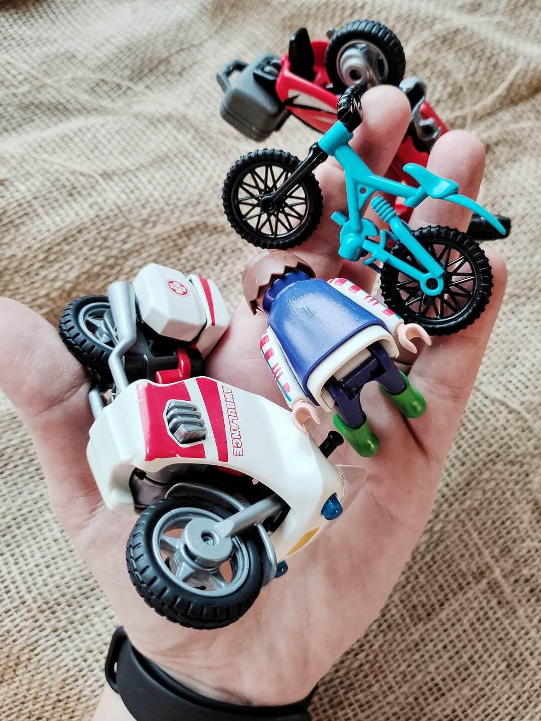 Knete rückstandslos von Spielzeug entfernen