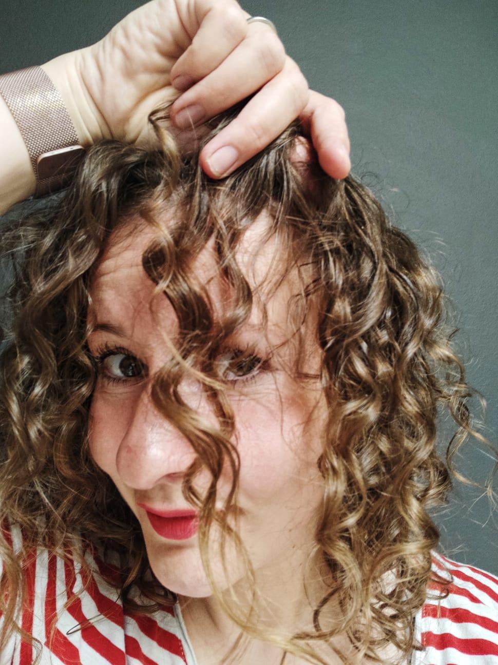Wie ich meine Naturwelle Locken schonend nach mit der Curly Girl Methode pflege