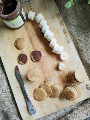 Essen für Kindergeburtstag oder Brotbox Bento: Mini Pancakes mit Schoko Bananen