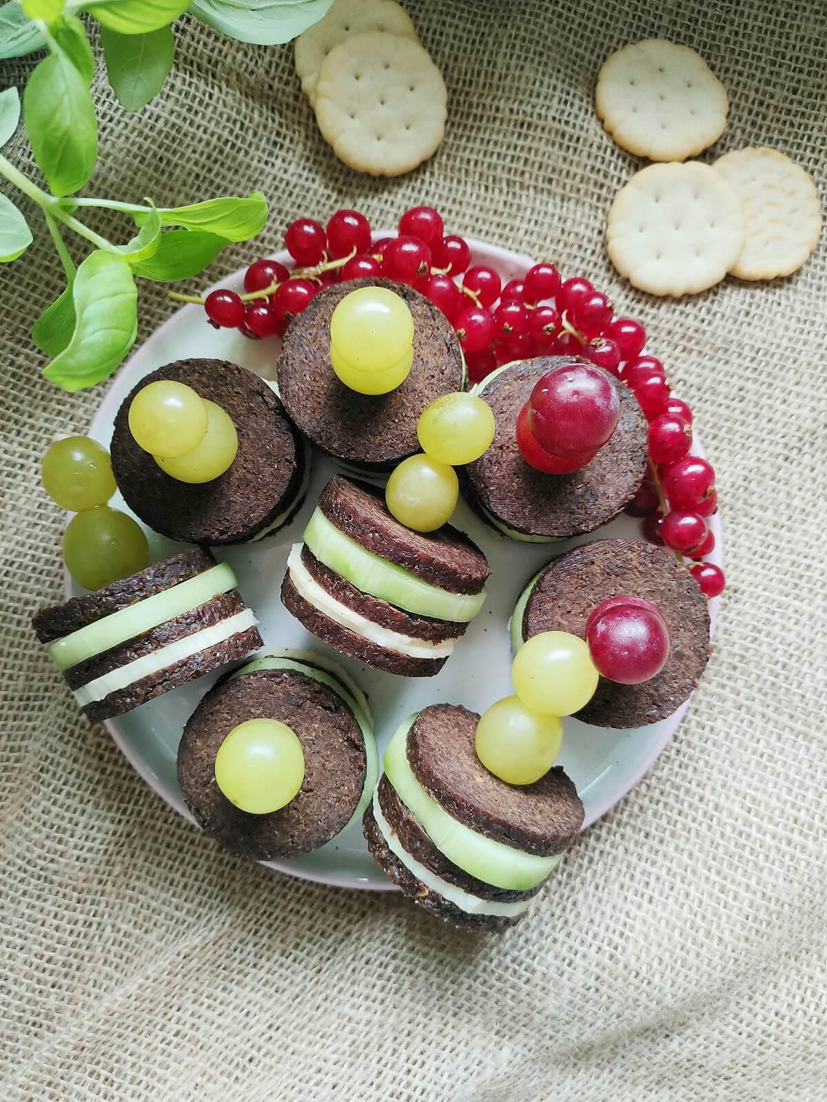 Essen für Kindergeburtstag oder Brotbox Bento: Pumpernickel Burger