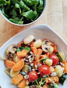 Schnelle Rezepte im Homeoffice: Gnocchi mit gebratenem Gemüse und Feldsalat