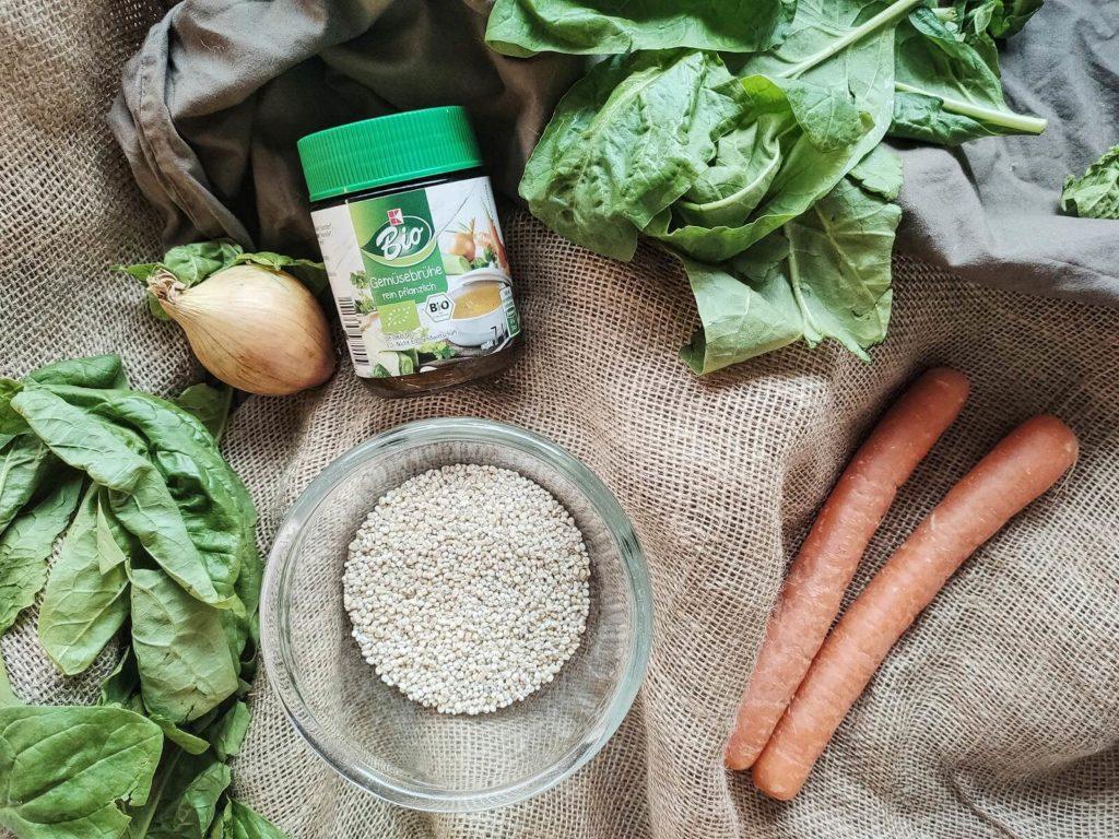 Schnell, lecker und einfach zuzubereiten: Ein Risotto aus Graupen mit Karotten und Spinat