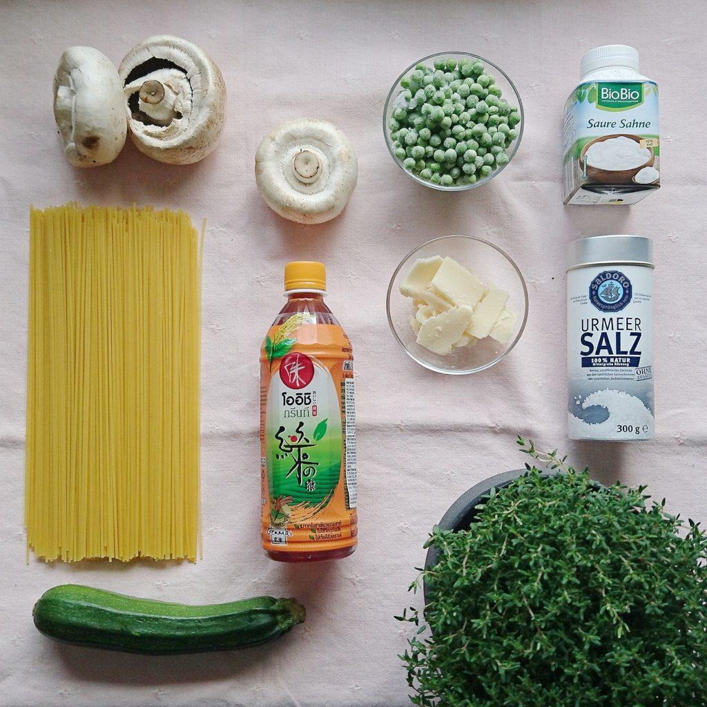 Schnelle Rezepte fürs Home Office: One POt Pasta mit Erbsen, Zucchini und Champignons, zubereitet in weniger als 20 Minuten #inunter20
